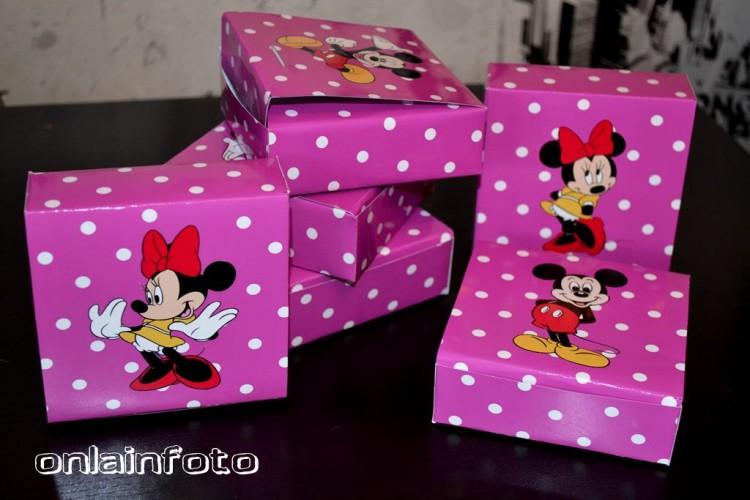 бумажная коробочка с микки маус